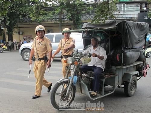 Xem xét dừng xe ba bánh tại Hà Nội: Cần thêm lộ trình!