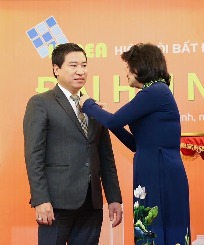 chu tich hung thinh corp duoc tang huan chuong lao dong hang ba