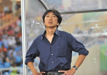 Báo chí Nhật chỉ trích lối chơi của HLV Miura