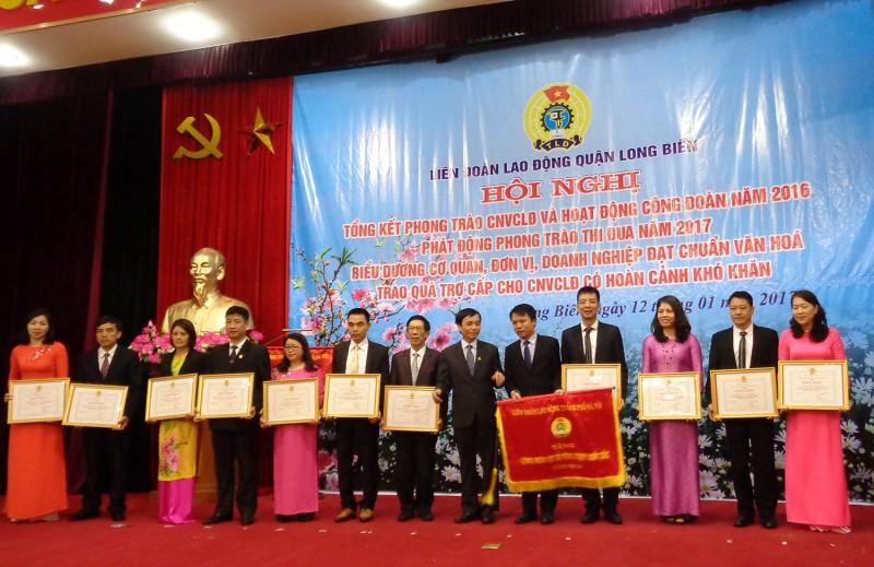 LĐLĐ quận Long Biên: Làm tốt công tác chăm lo cho người lao động