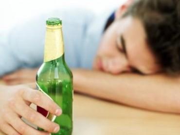 Uống rượu không giúp bạn quên đi những ký ức buồn
