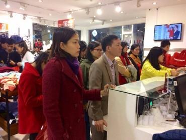 Xả hàng mua sắm Tết: Mua tivi được đi du lịch