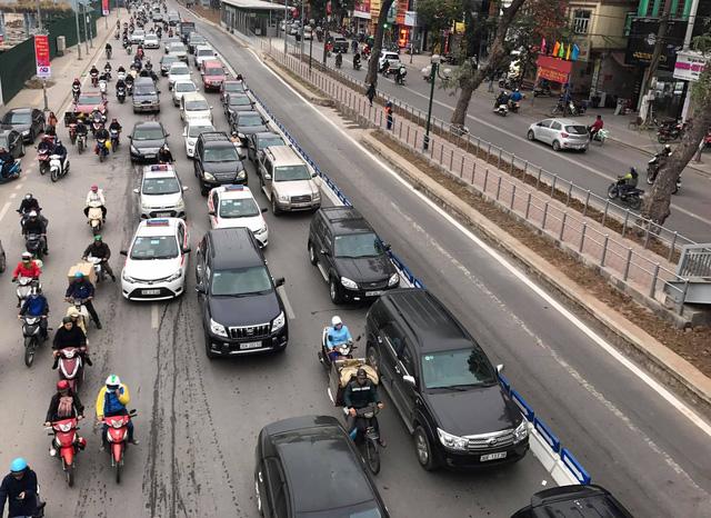 Hà Nội: Cấm Uber, Grab tại hàng chục tuyến phố giờ cao điểm