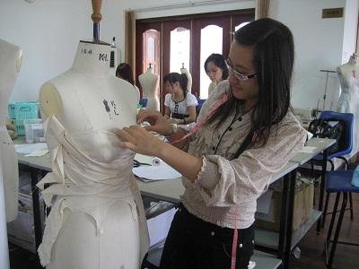 Học sinh THPT được dạy thiết kế thời trang, đồ họa