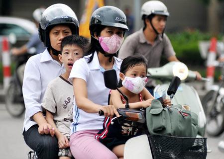 Bắt buộc đội mũ bảo hiểm đối với học sinh từ 6 tuổi