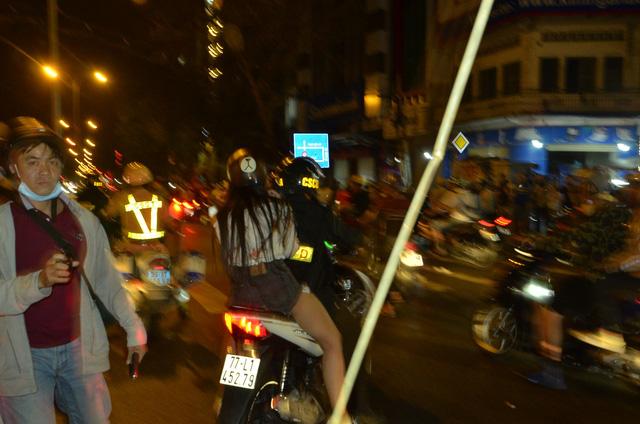 khong che hang tram doi tuong qua khich sau chien thang cua u23 viet nam
