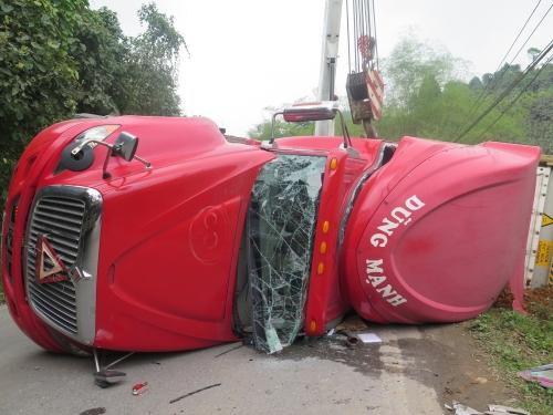 Lật xe ôtô tải làm 3 người thương vong ở tỉnh Quảng Trị