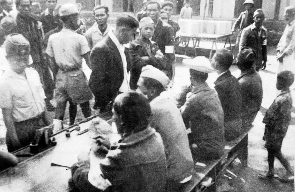 Những hình ảnh Ngày Tổng tuyển cử đầu tiên cách đây 73 năm