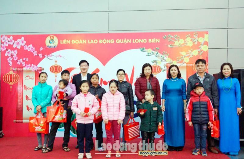 LĐLĐ quận Long Biên: Bố trí xe đưa công nhân về quê đón Tết