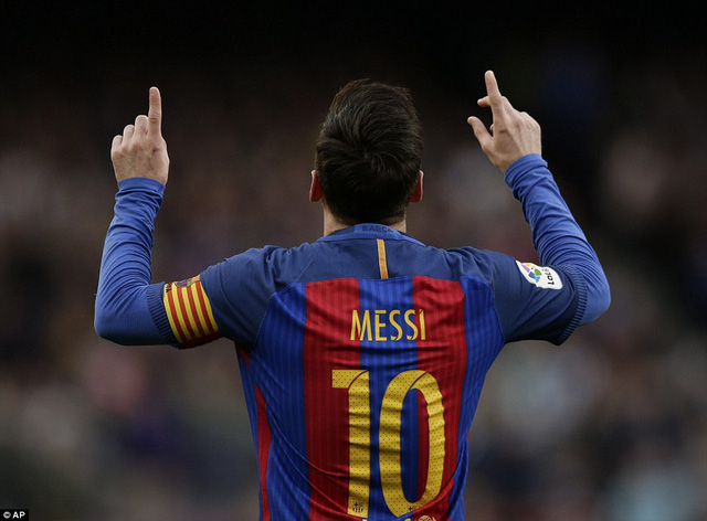 Lập siêu phẩm sút phạt, Messi đi vào lịch sử Barcelona