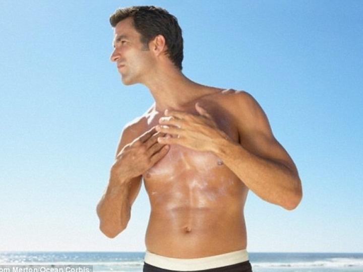 Nguy cơ vô sinh nam do dùng kem chống nắng