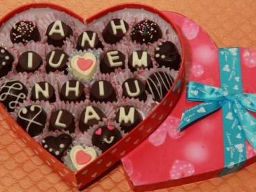 """""""Cơn sốt"""" Valentine, bệnh hình thức nhiễm cả vào yêu đương"""