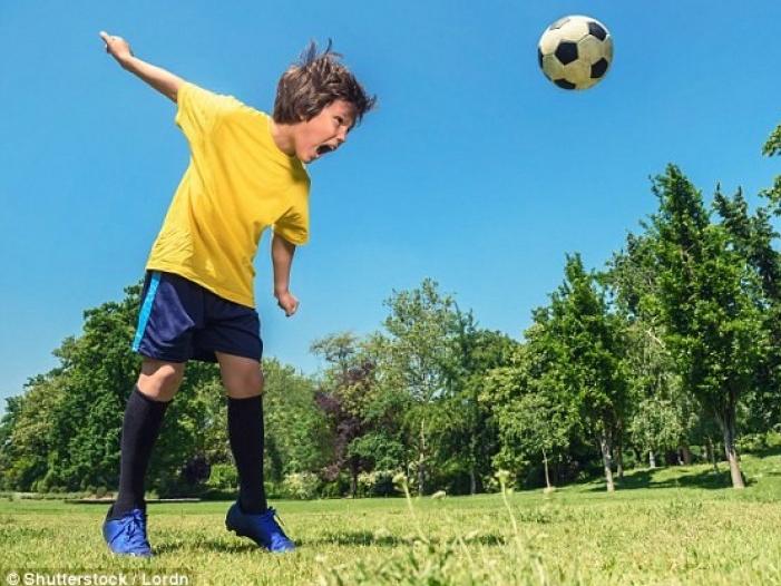 Có nguy cơ mất trí nhớ nếu thường xuyên chơi bóng bằng đầu