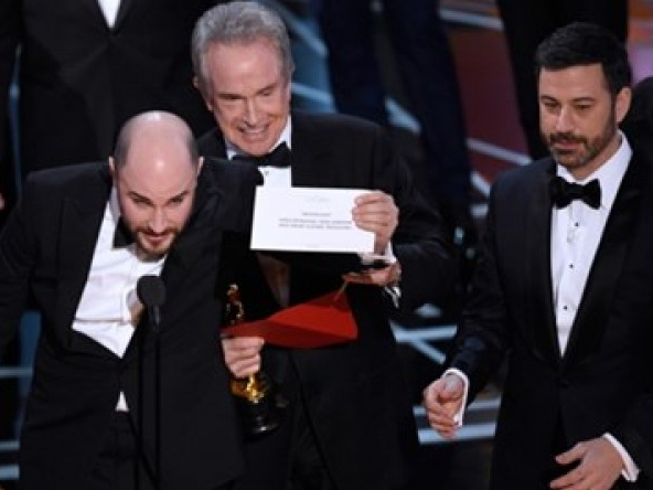 Oscar 2017 gây sốc khi công bố nhầm giải thưởng quan trọng nhất