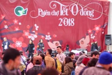 Ấm áp phiên chợ Tết 0 đồng cho người nghèo ở Hà Nội