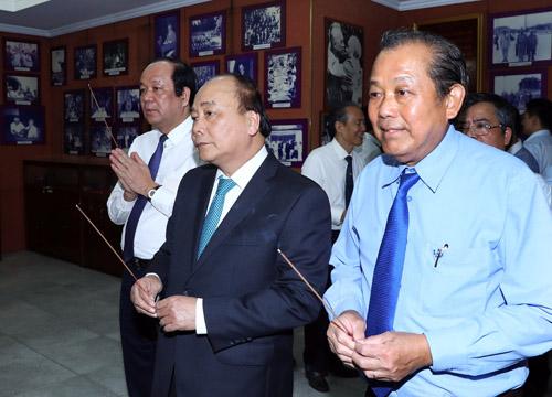 Thủ tướng dâng hương, tưởng nhớ các đồng chí nguyên lãnh đạo Nhà nước, Chính phủ