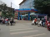 Nhiều cây xăng ở Hà Nội chỉ phục vụ 3 tiếng trong ngày mùng 1 Tết