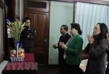Chủ tịch Quốc hội Nguyễn Thị Kim Ngân dâng hương, tưởng nhớ Bác Hồ