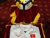 Đấu giá thành công món quà Đội tuyển U23 tặng Thủ tướng