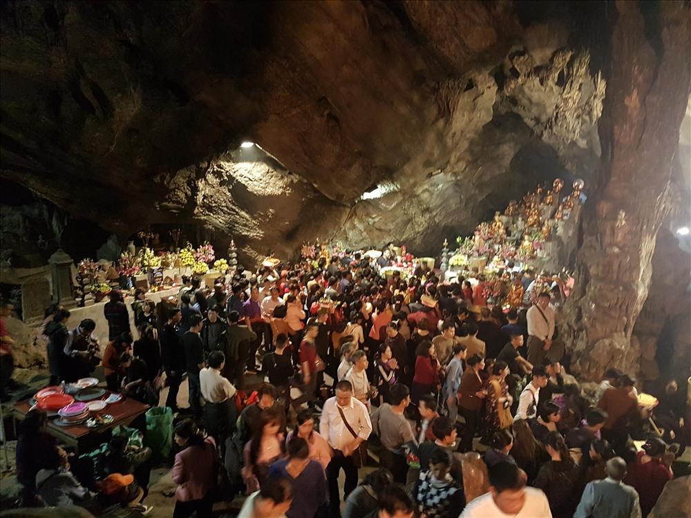 Hôm nay, chính thức khai hội chùa Hương: Hàng vạn người chen chân đi trẩy hội