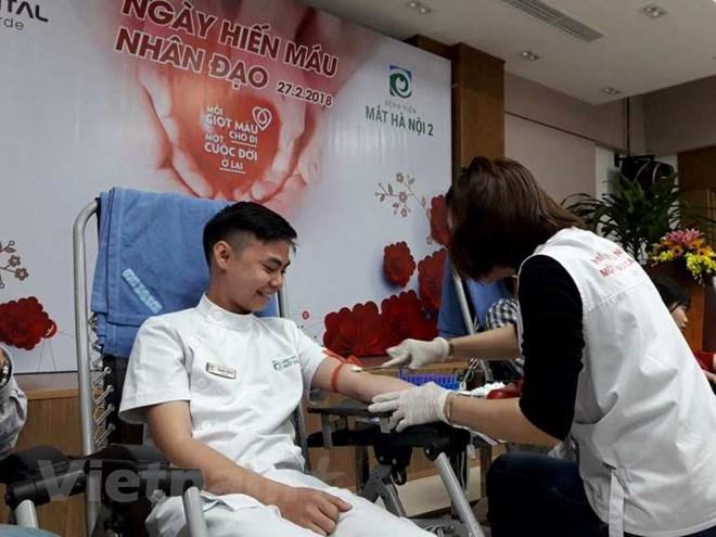 Nhiều cán bộ y tế hiến máu cứu sống người bệnh trong ngày 27/2