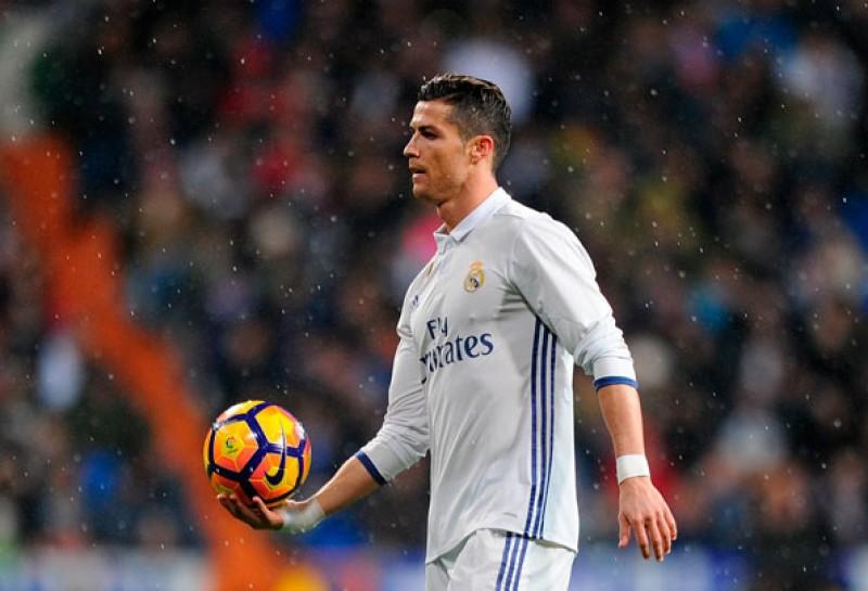 Ronaldo sắp vượt qua huyền thoại bóng đá Anh để lập siêu kỷ lục
