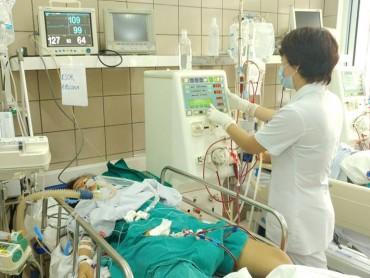 Thêm 1 nạn nhân ở Hà Nội tử vong vì rượu chứa methanol
