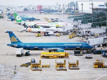 """Tăng giá dịch vụ hàng không, đề phòng các hãng """"chẹt"""" khách"""