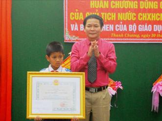 Học sinh lớp 5 được Chủ tịch nước tặng huân chương