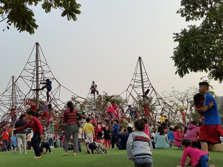 Hà Nội và Bắc Bộ nắng nóng bất thường như mùa hè