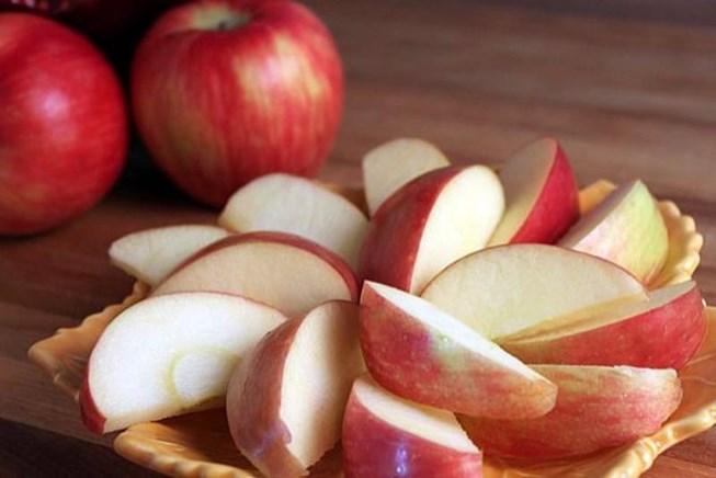 Mẹo để giữ cho táo đã cắt không bị thâm