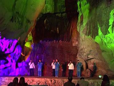 Độc đáo màn trình diễn ánh sáng và biểu diễn nghệ thuật hang động ở xứ Lạng