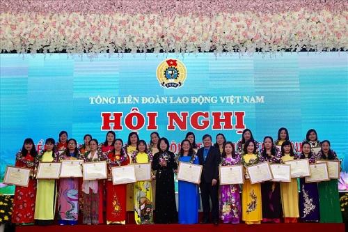 Chú trọng chăm lo quyền lợi cho lao động nữ