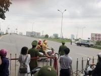 CSGT dùng xe đặc chủng chở cháu bé đi cấp cứu khi Quốc lộ 1 bị cấm đường