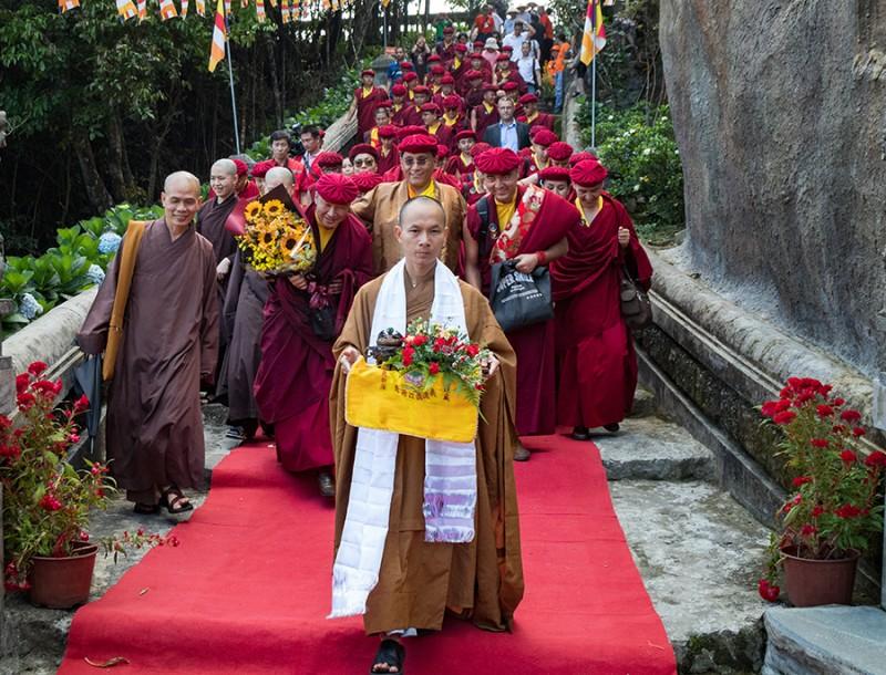 Đức Pháp Vương Gyalwang Drukpa tham quan Bà Nà Hills