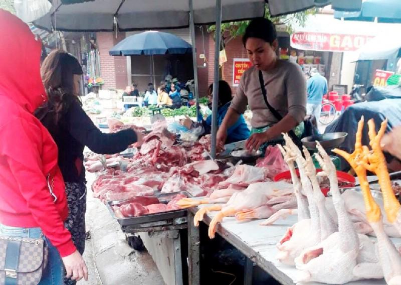 Bình ổn giá thịt lợn phải giải phần cung ứng