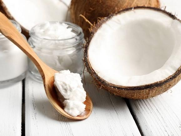 Năm cách chăm sóc da với dầu dừa cực hay cho mùa Hè