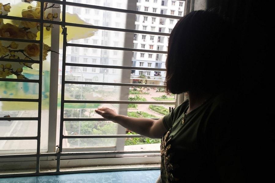 Người dân chung cư tự chế cửa thoát hiểm