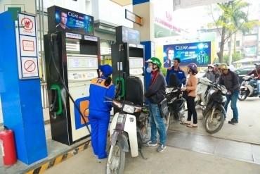 Dân phản đối tăng thuế môi trường xăng dầu vì thiếu minh bạch