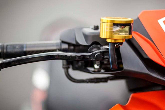 Bạn đã định kỳ thay dầu phanh xe máy chưa?
