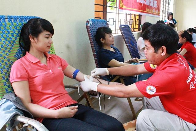 Tạo điều kiện cho người hiến máu kiểm tra sức khỏe
