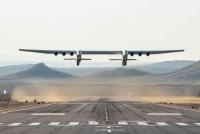 Máy bay lớn nhất thế giới lần đầu tiên cất cánh ở Mỹ