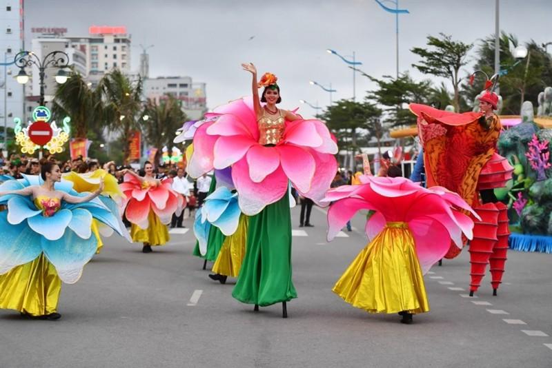 Choáng ngợp với Carnival Đường phố lần đầu tiên tổ chức tại Thanh Hóa