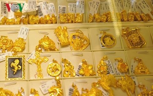 Giá vàng phiên đầu tuần vẫn chưa ngừng lao dốc