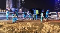 Rơi vãi, đổ trộm bùn đất, phế thải xây dựng: Bao giờ mới hết?