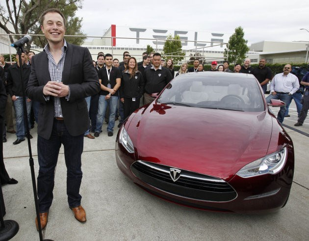 Elon Musk: Hai năm nữa, chúng ta có thể ngủ trong xe tự lái