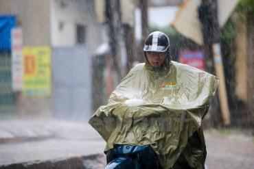 Từ chiều mai, Hà Nội sẽ xuất hiện mưa to và gió giật mạnh