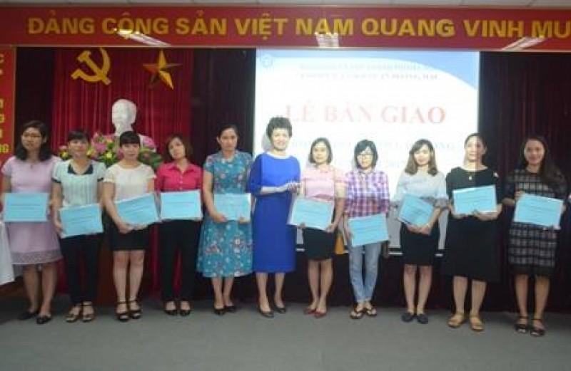 BHXH quận Hoàng Mai: Bàn giao sổ BHXH cho người lao động