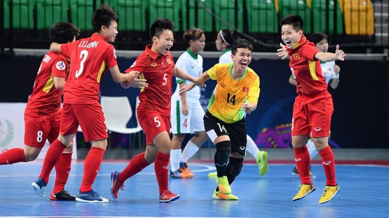 Hạ Indonesia, đội tuyển futsal nữ Việt Nam gặp nhà ĐKVĐ ở bán kết