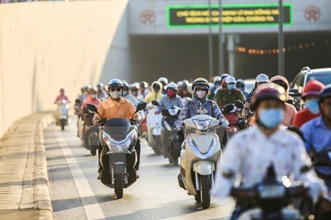 Cả ba miền nắng và oi nóng, nhiệt độ tại Hà Nội lên mức 34 độ C